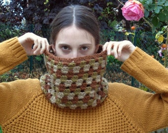 Autumn cowl - green brown beige - Warm and cozy - Handmade crochet