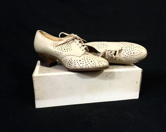 1920's Oxford Heels | NOS Hamilton Brown Cappuccino Lace Up Oxford Heels | Size: 3