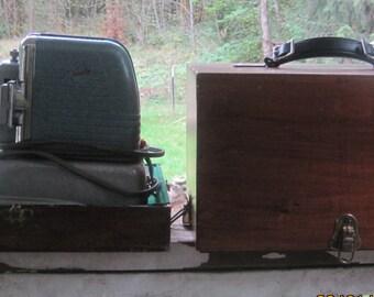 vintage viewlex slide projector airjecter model v-33-44947 WORKS,wood carry case,brass hinges,velvet inside,adjustable