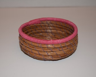 Pink Coiled Thread over Pine Needle Basket, Decorative Basket, Handwoven Basket, Coiled Basket, Resin Center, Home decor, Free Shipping