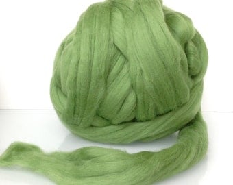 Wool roving for felting and spinning. Extrafine Merino Top 19 microns. Combed. Leaf green, Spring green