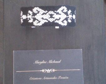 Elegant bracelet braided ornament and laurel motif, black and silver