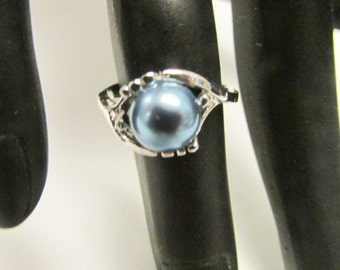 Vintage Estate  Mid Century Silver with Rhodium Overlay High Luster Blue Pearl Ring