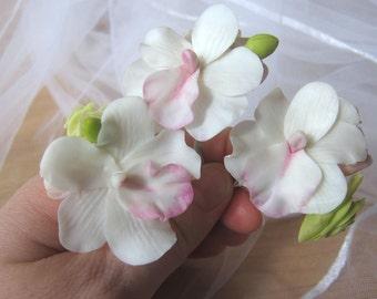 White orchid pins, bridal clay orchid, white hair pins, wedding hair accessories, bridal hair flowers, bride flower pin, hair pins set,clay