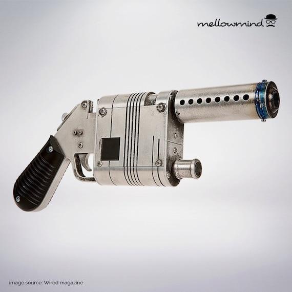 Star Wars The Force Awakens Rey\'s blaster blueprint 1:1 scale ...