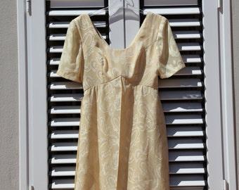 Vintage retro beautiful beige dress.size s-m