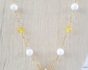 Gold chain daisey necklace