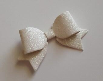 white hair bow.MINI hair bow.white glitter hair bow.white baby headband.white baby hair clip. infant headband. newborn headband. glitter bow