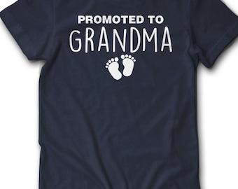 Promoted To Grandma Shirt Feet Pregnancy Announcement T Shirt Gift Idea New Baby Surprise Pregnant Granma Reveal Announce Women 2XL 3XL 4XL