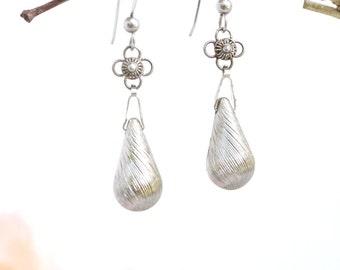 Sliver earrings/ teardrop earrings/silver teardrop/modern earrings.JE29-75