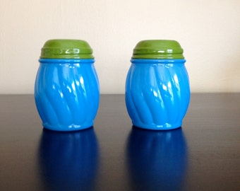 Set of Vintage Shakers - Like New Condition