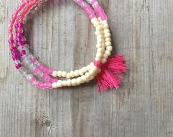 Bracelet perles de verre, bracelet pompon, bracelet coton à broder, bracelet boho