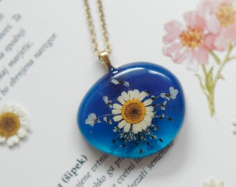 Blue chamomile necklace with real pressed flowers, botanical jewelry, nature inspired jewelry, gift for her