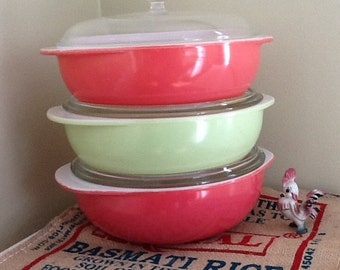 Pyrex 2 Qt Round Casserole Dish with Lid