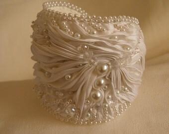 "Bracelet ""Ice Cream"", Sparkling strasses, Shibori ribbon Shibori braselet, Wedding jewelry, Gift for her, Bridal bijouterie, White bracelet."