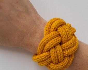 Bracelet mustard colour knit