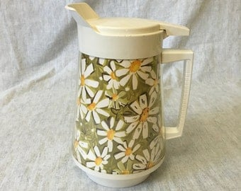 Vintage West Bend Thermo Serv Insulated Daisy Pitcher, 64 Ounce Retro Daisy Carafe