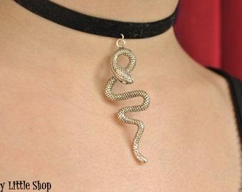 Snake choker necklace,black velvet choker,snake choker,viper choker,snake necklace,snake charm,gothic choker,serpent choker,snake jewelry