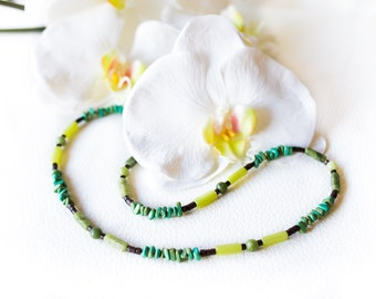 Turquoise gemstone necklace – teal semi precious stone necklace – green necklace – turquoise natural stones – beaded necklace