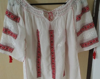Romanian blouse - size M - dark red and red stitching on white fine linen fabric