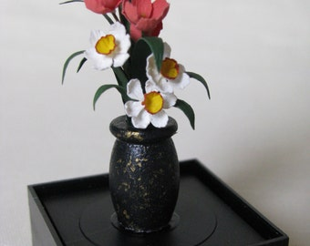 """Dollhouse Miniature Floral Arrangement by Kimberly Hammer 1"""" Scale. (M)"""
