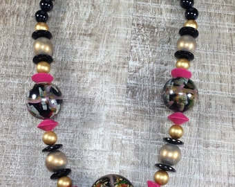 Stunning Vintage Estate Assorted Black Pink Disk Abstract Bead Goldtone Necklace