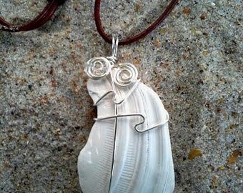 CD# 47 White seashell with silver plated wire design
