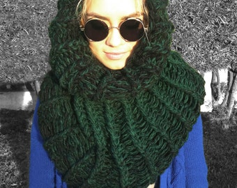 Handmade Chunky Ombre Black/Green Knit Cowl // Circle Scarf // Infinity Scarf