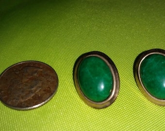 Vintage Gold Tone Green Clip On Earrings