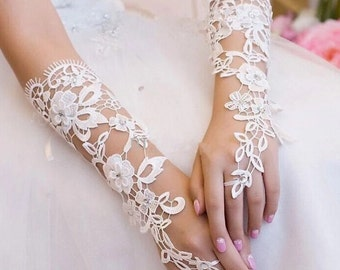 Set of Lace Bridal Gloves in White