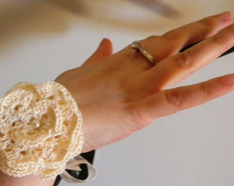 Retro Ribbon and Ecru crochet flower bracelet
