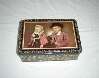 Belle grosse boite tole enfants bretons Bretagne région France Biniou. costume tradition. Old tin box 2. France