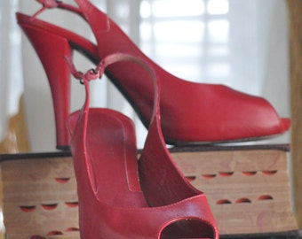 80's Ladies! Lumiani Red Slingback Peep Toe Heels