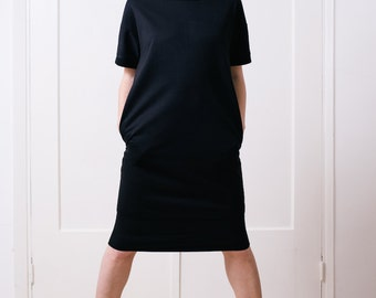 Oversized T shirt dress in black with side pockets and short sleeves, women's t dress
