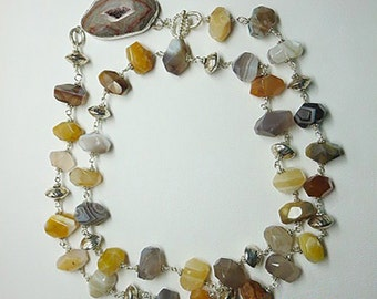 Semi-precious gemstone banded agate necklace with agate pendant