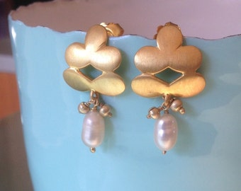 Gold Flower earring with fresh water pearl