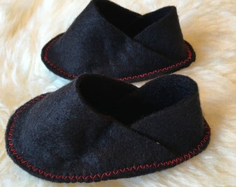 Black felt baby shoes with red stitching 0-3m