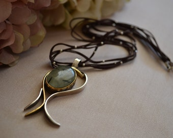 Tulip shaped Sterling Silver necklace with Prehnite stone