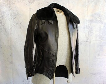 1970s bomber jacket . vintage leather aviator jacket . mens small