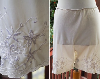 TAP Pants 1940's Vintage Pearl White Nylon Tap Shorts / Bloomers / Panties with Floral Embroidery // size Small Medium