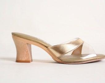 Vintage 1960s Golden Sandals - Island Slipper Hawaiian Wood Heels - Size US 6