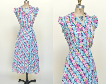 1940s Wrap Dress --- Vintage Floral Print Day Dress