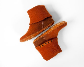 One-of-a-kind handmade felted wool leather shoes Women ankle boots flat Natural wool felt booties Brown Cinnamon
