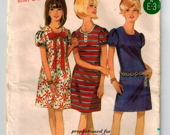 Vintage 60's One Piece Dress Sewing Pattern Bust 33 Slim Dress Scoop Neckline Bias Banding Puff Sleeves Young Junior Butterick 4604 Madmen