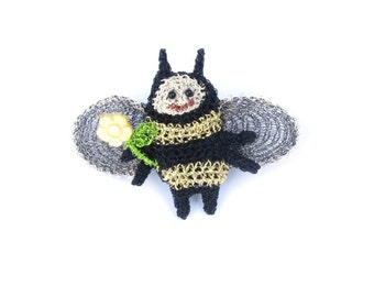 Bee brooch - bumble bee, bug pin, animal jewelry, flower brooch, gold and black, cute brooches, bee jewelry, honey bee, crochet bugs