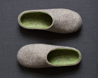 Men slippers Rustic style felted slippers Organic wool men house shoes Natural sand beige and fresh green wool clogs Handmade to order
