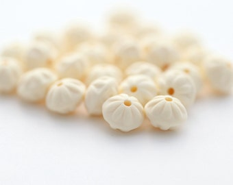 Vintage Lucite Ivory Cream Opaque Fluted Saucer Beads Matte 9mm (16)
