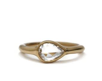 Tear drop sapphire ring | 18k gold