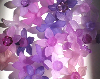 12 Lucite Flower Beads Purple Daffodil Mix and Match Acrylic Plastic Flowers