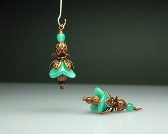 Vintage Style Bead Dangles Drops Charms Green Glass Flowers Pair G946